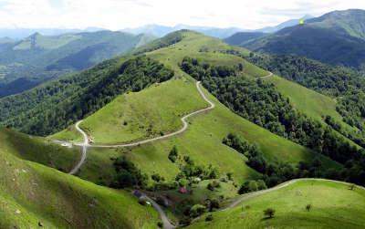 Le col bagargi route des cols des pyrenees guide du tourisme des pyrenees atlantiques aquitaine