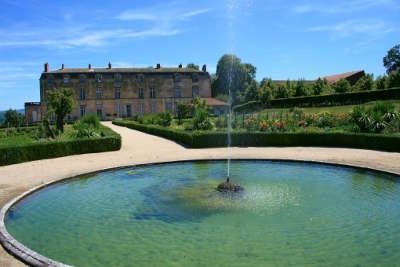 Les jardins du chateau d hauterive jardins remarquebles routes touristiques du puy de dome guide du tourisme d auvergne