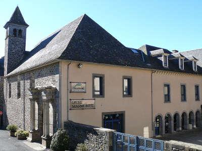 Lycee marmontel ancien college des jesuites mauriac guide touristique
