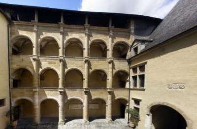 Maison carree a nay route des seigneurs du bearn et du pays basque guide du tourisme des pyrenees atlantiques aquitaine
