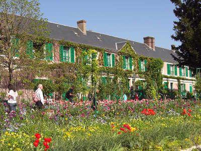 Maison de claude monet a giverny route touristique en normandie