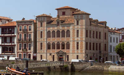 Maison de l infante joanoenia route des seigneurs du bearn et du pays basque guide du tourisme des pyrenees atlantiques aquitaine