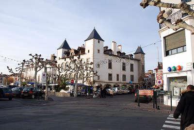 Maison louis xiv route des seigneurs du bearn et du pays basque guide du tourisme des pyrenees atlantiques aquitaine