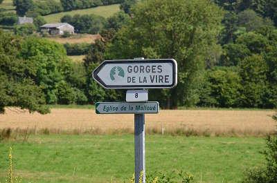 Malloue panneau route de la gorges de la vire guide touristique calvados basse normandie