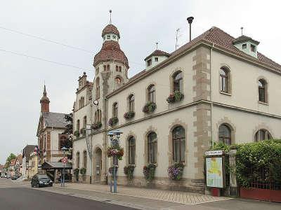 Marckolsheim vue de la rue du marechal foch route du rhin guide touristique du bas rhin