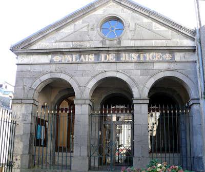 Mauriacancien palais de justice derriere l hotel de ville mauriac route touristique du cantal guide touristique
