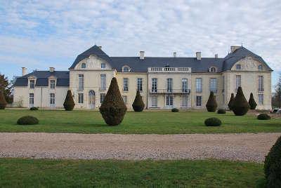Medavy le chateau route au coeur de l histoire routes touristiques de l orne guide du tourisme normandie