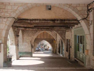 Monflanquin bastide plus beaux villages de france routes touristiques lot et garonne guide du tourisme nouvelle aquitaine