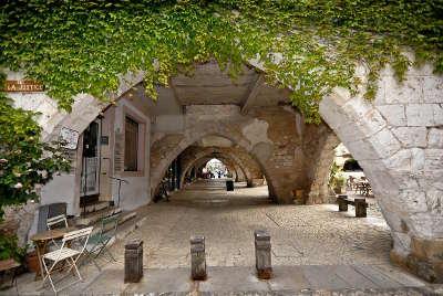 Monpazier bastide l un des plus beaux villages de france les routes touristiques de la dordogne guide touristique de nouvelle aquitaine