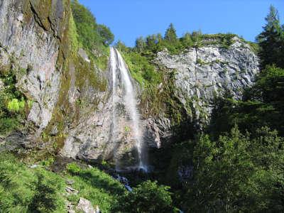Mont dore la grande casccade routes touristiques du puy de dome guide touristique auvergne