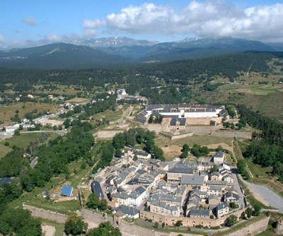 Mont louis route en terre catalane guide du tourisme des pyrenees orientales