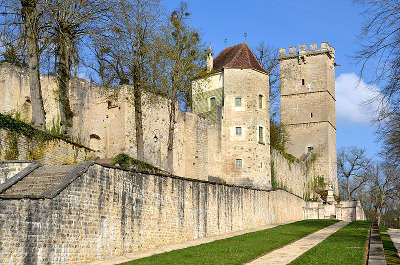 Montbard le chateau routes touristiques en cote d or guide du tourisme en bourgogne