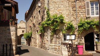 Montpeyroux plus beau village de france les routes touristiques du puy de dome guide touristique auvergne