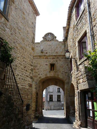 Montpeyroux porte fortifie plus beau village de france les routes touristiques du puy de dome guide touristique auvergne