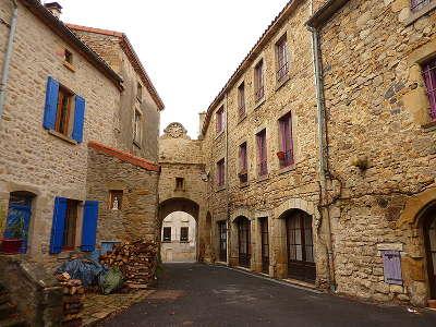 Montpeyroux ruelles typiques du village plus beau village de france les routes touristiques du puy de dome guide touristique auvergne