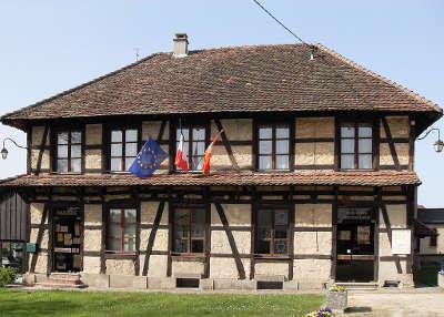 Montreux la maison peronne la mairie et maison commune guide des carpes frites guide du tourisme du haut rhin alsace