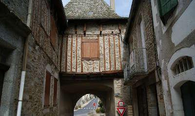 Montsalvy route des plus beaux villages cantaliens routes touristiques du cantal guide du tourisma auvergne
