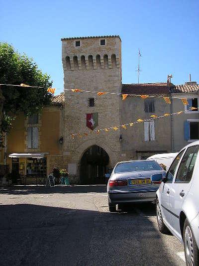 Mornas porte saint nicolas route des vins d orange a vaison la romaine
