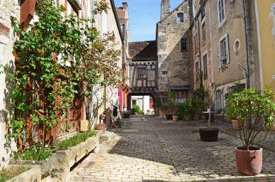 Noyers sur serein maison medievale plus beaux villages de france routes touristiques en cote d or guide du tourisme en bourgogne