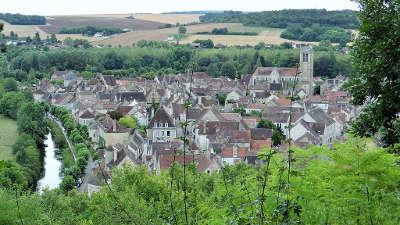 Noyers sur serein vue sur le village plus beaux villages de france routes touristiques en cote d or guide du tourisme en bourgogne