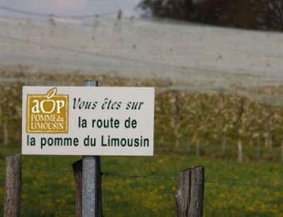 Panneau de la route de la pomme guide du tourisme de correze limousin