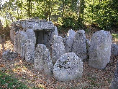 Passais dolmen de la table au diable la route du poire les poiriers en fleurs guide du tourisme de l orne normandie