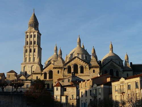 Perigueux la cathedrale saint front routes touristiques de dordogne guide du tourisme de nouvelle aquitaine