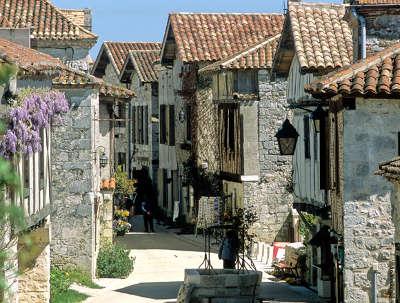 Pujols le haut ruelles plus beaux villages de france routes touristiques lot et garonne guide du tourisme nouvelle aquitaine