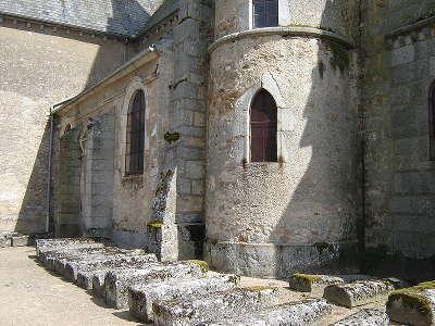 Quarre les tombes la tour de l eglise avec quelques sarcophages routes touristiques dans l yonne guide du tourisme en bourgogne