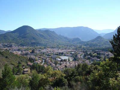 Quillan route des cols des pyrenees guide touristique de l aude