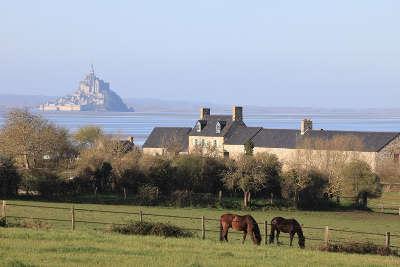 Route autour du mont saint michel routes touristiques dans la manche guide du tourisme normandie