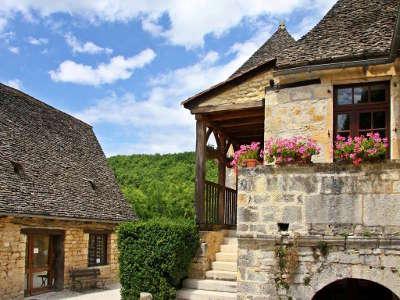 Saint amand de coly l un des plus beaux villages de france routes touristiques de la dordogne guide touristique de nouvelle aquitaine
