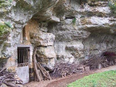 Saint benoit grotte du domaine de l ermitage route des abbayes et monuments du haut poitou guide du tourisme de la vienne