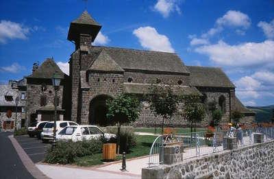 Saint cernin l eglise route des eglises romane dans le cantal routes touristiques du cantal guide touristique auvergne