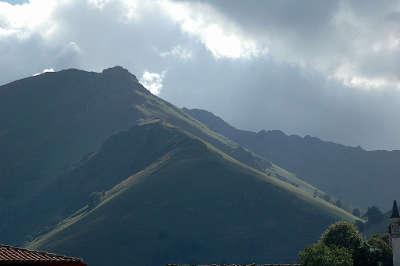 Saint etienne de baigorry route des cols des pyrenees guide du tourisme des pyrenees atlantiques aquitaine