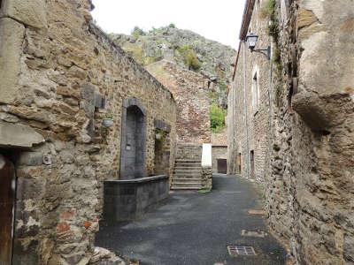 Saint floret plus beaux villages de france ruelle dans le village les routes touristiques du puy de dome guide touristique auvergne