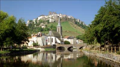 Saint flour route des monts du cantal routes touristiques du cantal guide touristique auvergne