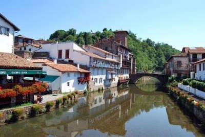 Saint jean pied de port plus beaux villages de france les routes touristiques des pyrenees atlantiques guide du tourisme nouvelle aquitaine