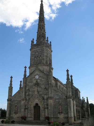 Saint julien beychevelle l eglise route du vin du medoc route des vins de bordeaux route des chateaux guide du tourisme de la gironde aquitaine