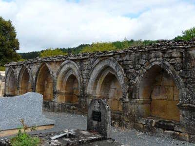 Saint leon sur vezere cimetiere enfeus l un des plus beaux villages de france routes touristiques de la dordogne guide touristique de nouvelle aquitaine