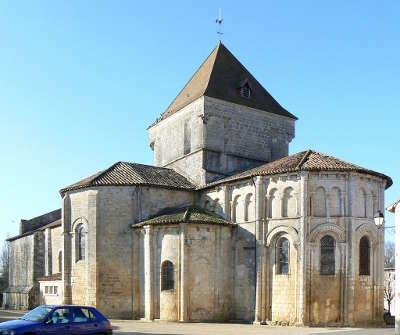 Saint maurice la clouere eglise route des abbayes et monuments du haut poitou guide du tourisme de la vienne