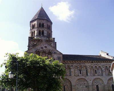 Saint saturnin l eglise notre dame de saint saturnin plus beaux villages de france routes touristiques du puy de dome guide touristique auvergne
