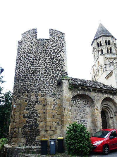 Saint saturnin la chapelle sainte magdeleine plus beaux villages de france routes touristiques du puy de dome guide touristique auvergne
