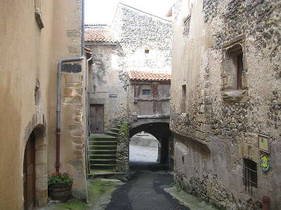 Saint saturnin la porte des boucheries plus beaux villages de france routes touristiques du puy de dome guide touristique auvergne
