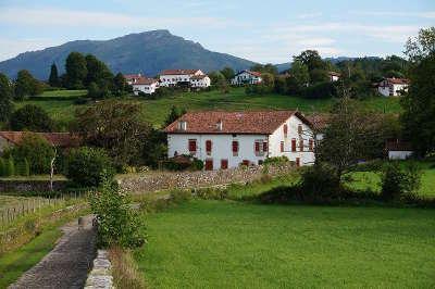 Sare les fermes plus beaux villages de france routes touristiques des pyrenees atlantiques guide du tourisme nouvelle aquitaine