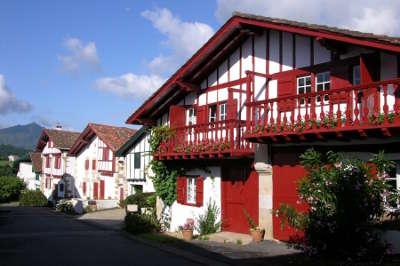 Sare les maisons plus beaux villages de france routes touristiques des pyrenees atlantiques guide du tourisme nouvelle aquitaine