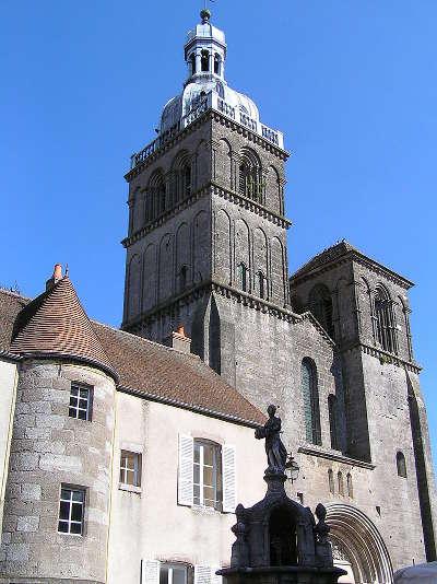 Saulieu la basilique saint andoche routes touristiques en saone et loire guide du tourisme en bourgogne