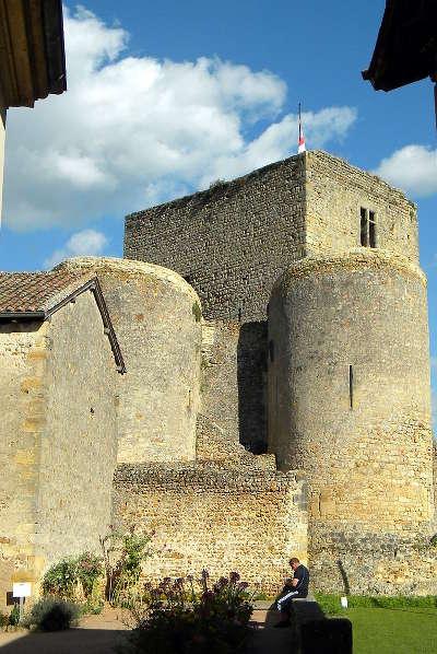Semur en brionnais chateau saint hugues plus beaux villages de france routes touristiques en cote d or guide du tourisme en bourgogne