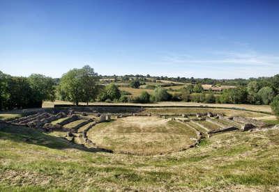 Site gallo romain de sanxay route des abbayes et monuments du haut poitou guide du tourisme de la vienne