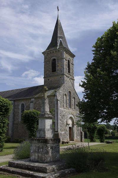 Surin l eglise et son calvaire route des abbayes et monuments du haut poitou guide du tourisme de la vienne
